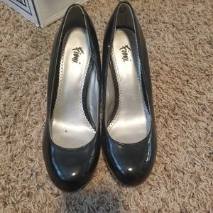 Fioni shiny black heels